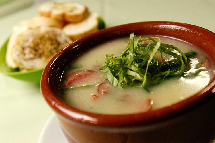 Caldos e Sopas Saudáveis - Caldo Verde com Mandioquinha
