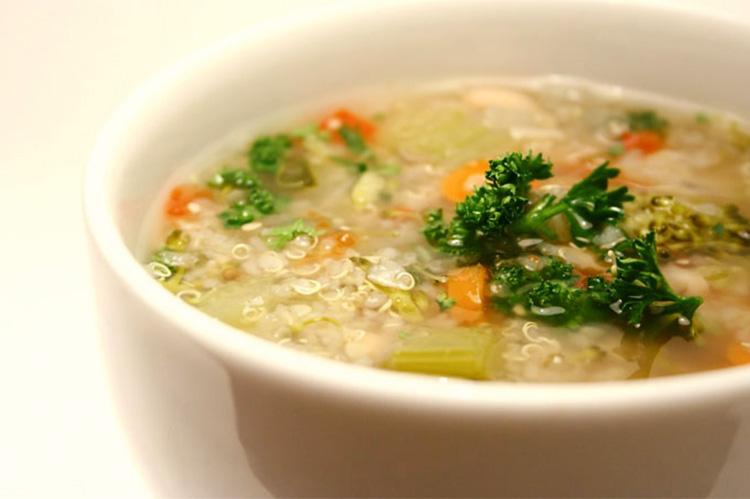 Caldos e Sopas Saudáveis - Sopa de Legumes com Quinoa em Flocos